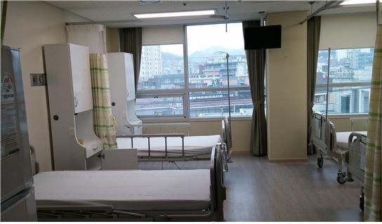 4층 4인실